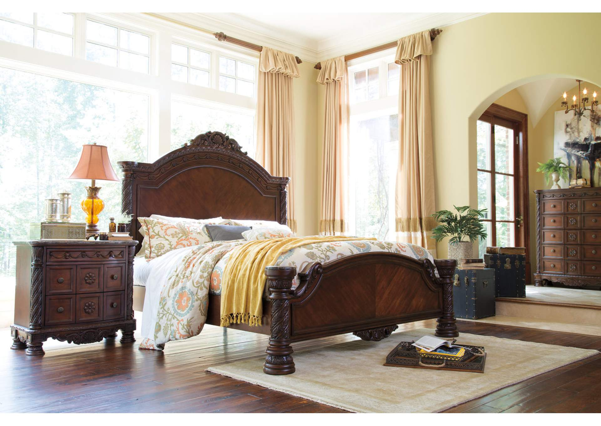 North Shore King Panel Bed w/Dresser and Mirror