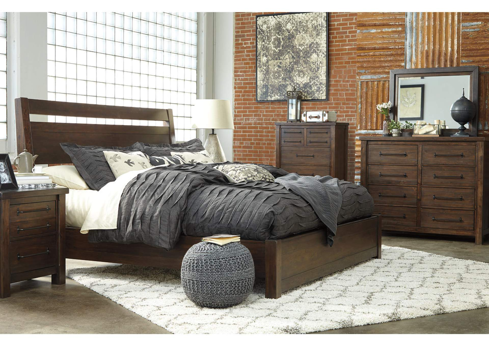 Starmore Queen Platform Panel Bed w/Dresser and Mirror