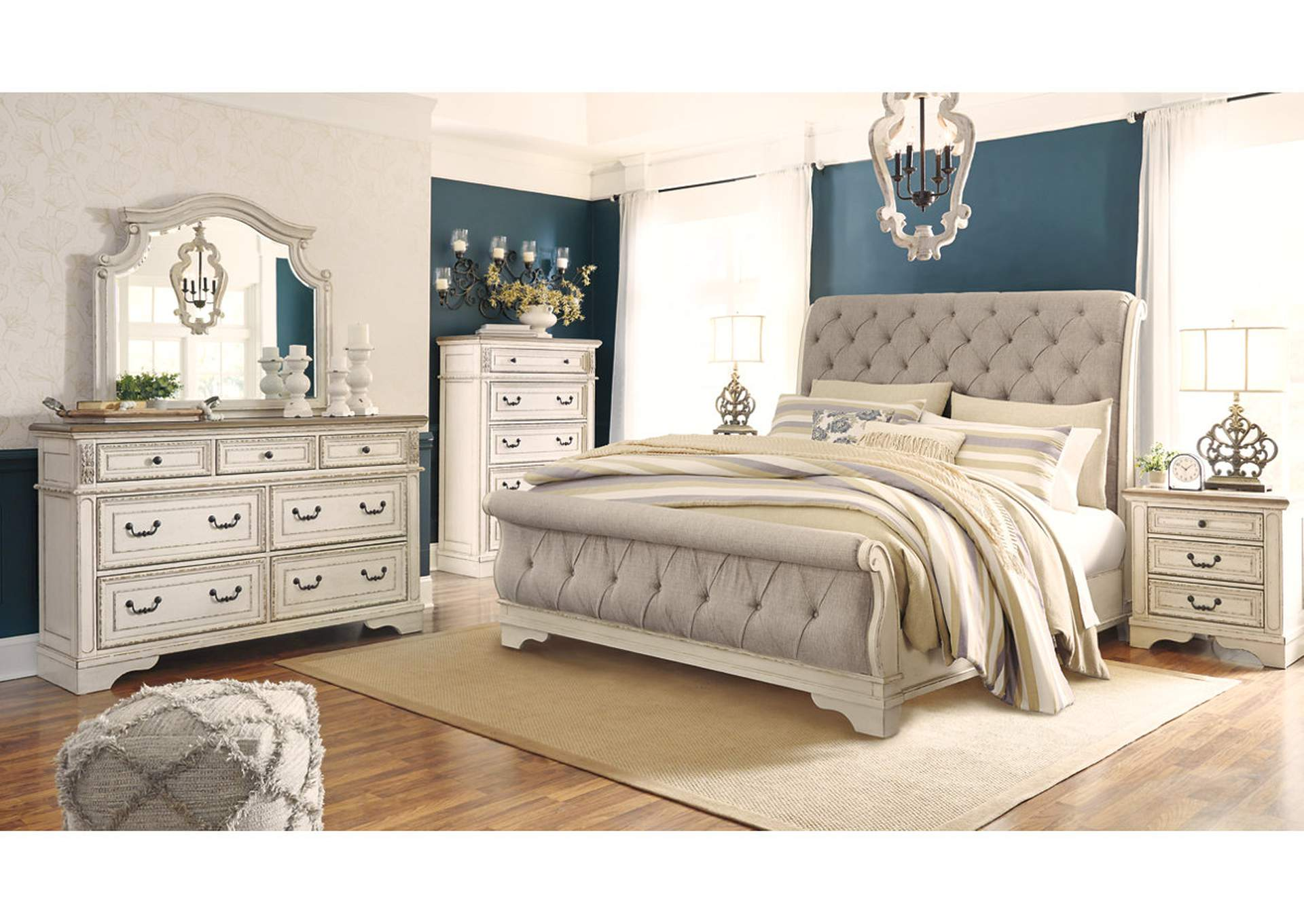 Realyn Chipped Queen Sleigh Bed w/Dresser & Mirror