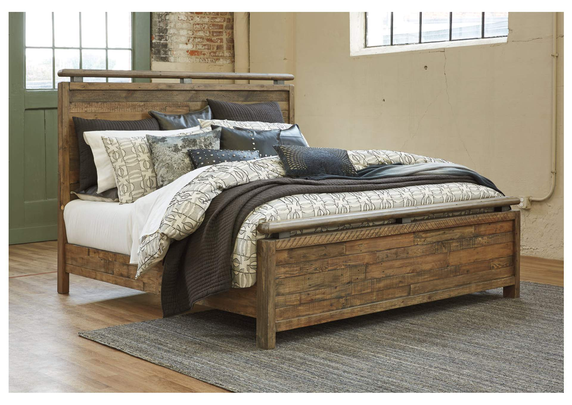 Sommerford King Panel Bed