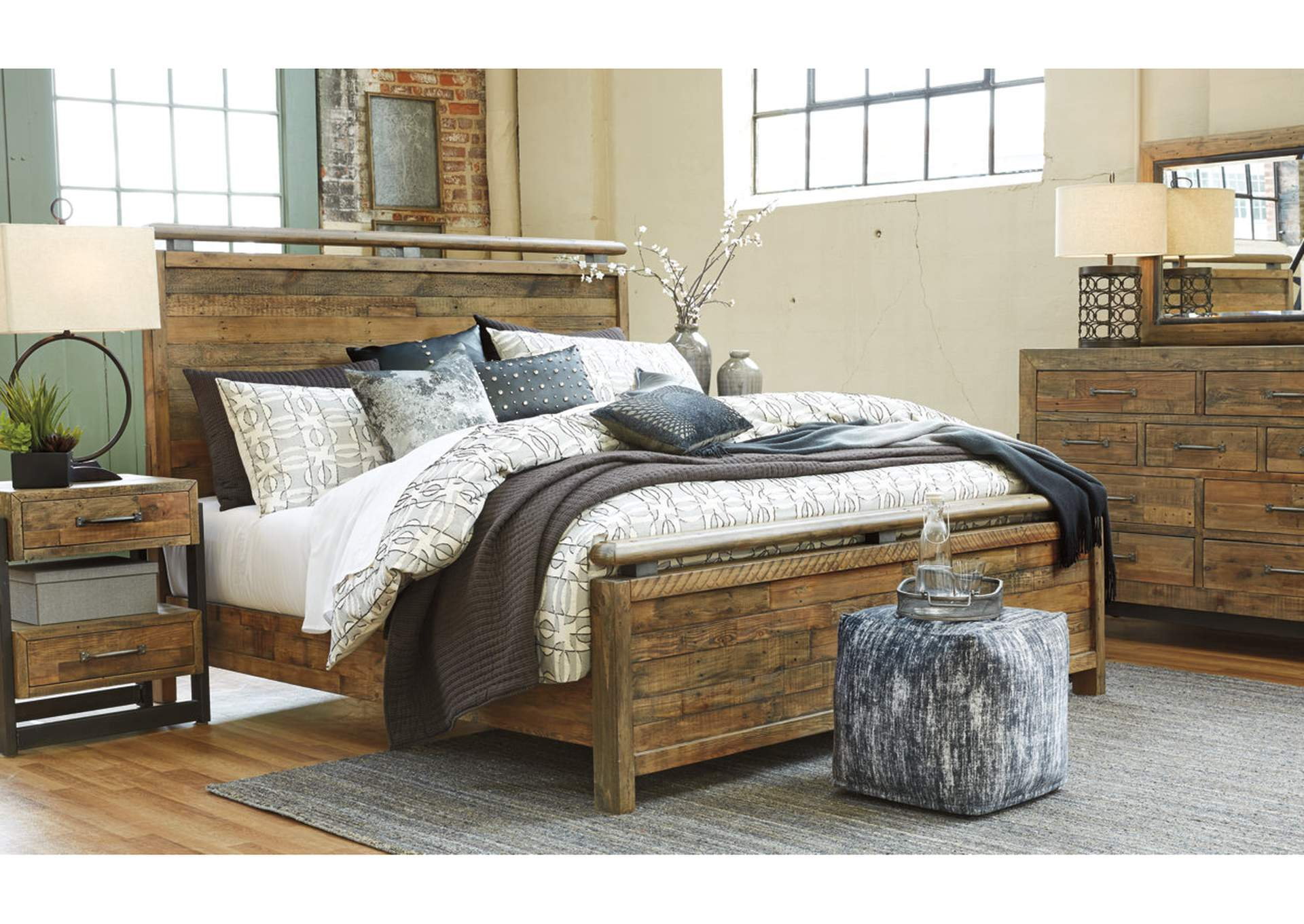 Sommerford King Panel Bed w/Dresser and Mirror